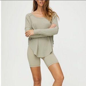 TNA Aritzia Waffle Knit Gray Long Sleeve Thermal
